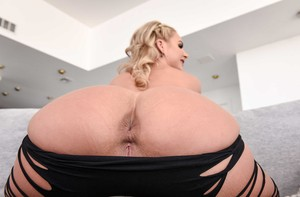 Big booty MILF Phoenix Marie strips her clothes and shows her cunt