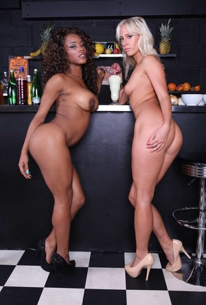 Carla Cox and Kiki Minaj show their tits and eat each other's cunts