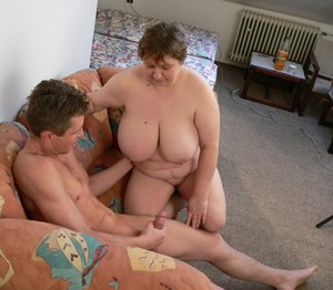 Strong comrade puts dick in wide vagina of his fat mature neighbor
