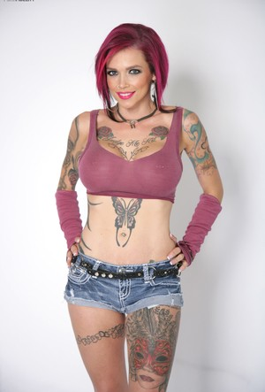 Tattooed beauty Anna Bell Peaks puts on a couple of sexy outfits