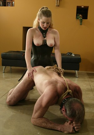 Lady in corset Princess Kali assfucks older man on a leash with strapon