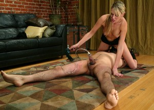 Audrey Leigh puts vacuum toy on penis and rides dildo installed on his face
