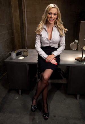 Blonde jailer Samantha Sin surrounded by bad guys and fucked this night