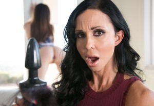 29-year-old babe Jenna J Ross has fun with 46-year-old stepmom Jewels Jade