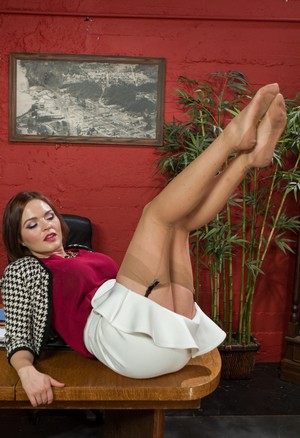 White boss woman Krissy Lynn gives her pantyhose to a bike courier to sniff