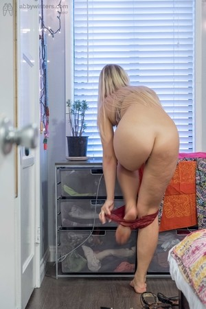 Blonde with fat hips Alina L chose clothes to dress up in the morning