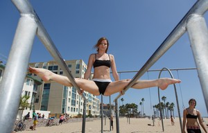 Flexible white girls Romi and Raylene bare their butts in beach parking lot