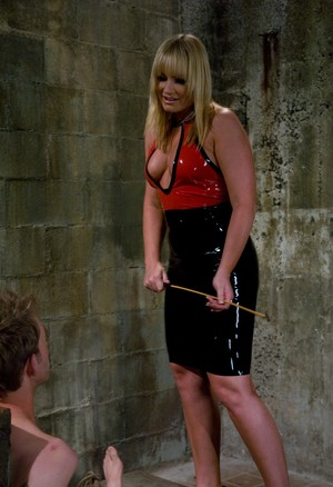 Blonde dominatrix Dean Strong, Flower Tucci tortures a tied up male sub