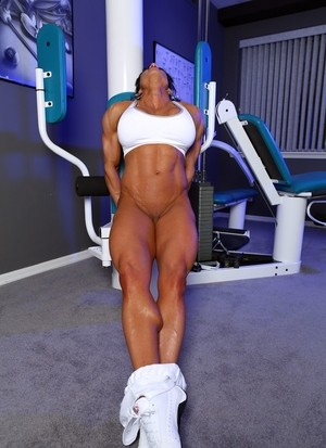 Muscled solo model Marina Lopez poses nude after pumping iron at the gym
