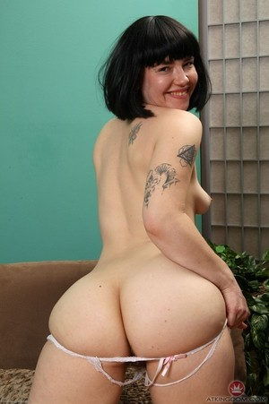 Ruby Roxx has never shaved her mature body and is happy to prove it