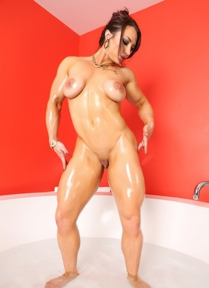 Muscled lady Brandi Mae takes a bath and shows her big tits and clit