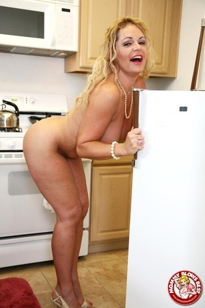 Middle-aged American lady Kelly Leigh gives a pov blowjob in the kitchen