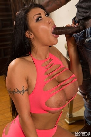 Big titted Latina cougar August Taylor sucks the jizz out of a BBC