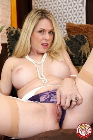 Blonde cougar Angela Attison drips jizz from chin after a pov blowjob