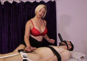 Experienced masseuse Breanna surprises younger guy with unforgettable massage