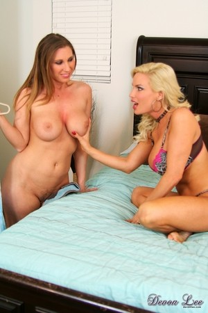 Busty dykes Diamond Foxxx & Devon Lee get down to pussy eating on a bed