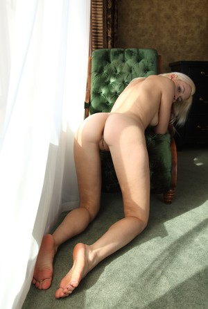 Blonde with sexy feet Viviene reveals her tight holes and hot boobs close up