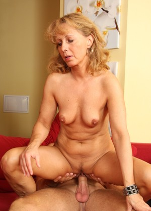 Mature cougar Lea gives her younger lover a couple of sex lessons