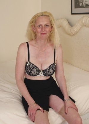 Amateur big tit mommy Suzie is on her back using a pink toy on her bald muff