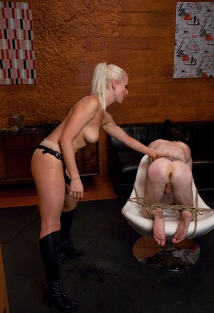 Mistress Lorelei Lee dominates of pale-skinned guy assfucking him with strapon