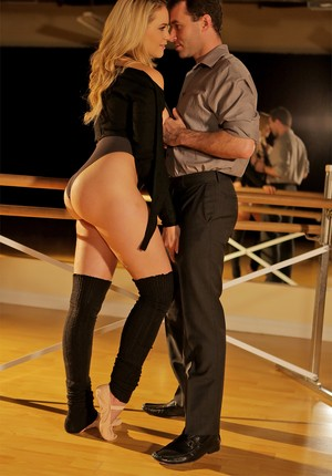 Fat dancer Mia Malkova gets perfect ass spread & pussy fucked in the studio