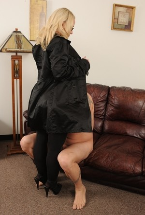 Curvaceous blonde chick Dee Siren seduces her man for sex in black stockings