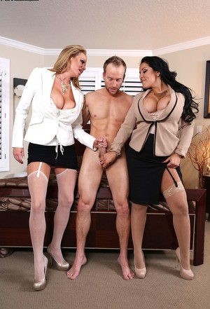 Ryan has wild threesome with huge titted vixens Kiara Mia and Kelly Madison