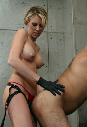 Brunette female Audrey Leigh pegs an unfortunate man in his jail cell