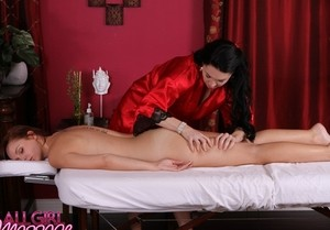 Middle-aged ladies RayVeness & Hayden Winters get into a 69 during a massage