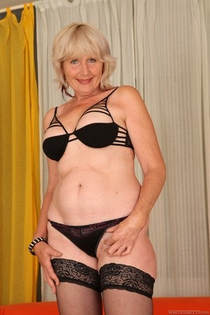 Sexual life of this light-haired granny is very interesting and regular