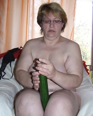 Mature fatty Sophie takes and English cucumber to her horny vagina