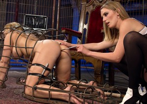 Mona Wales deals with pussy of busty submissive Carissa Montgomery