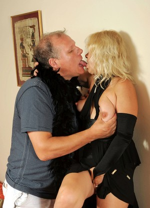Blonde MILF in black Sara Lynn with medium boobs has saggy cherry penetrated