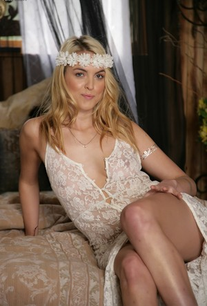 Sexy flower girl Keira Nicole flaunting her saggy medium boobs on her bed