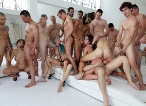 Pornstar Valentina Nappi leads gangbang audition orgy with her 5 hot friends