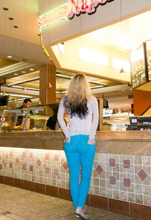 Teen girlfriend Veronica Hatley tries on heels, flashes whale tail at the mall