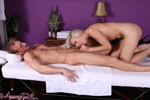 Guy visits well-known masseuse Anikka Albrite and it ends with hot oral sex