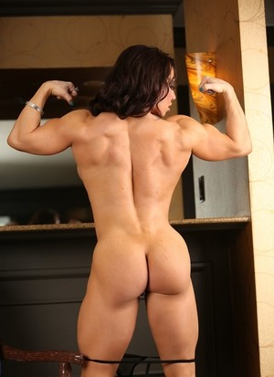 Muscled lady Brandi Mae with pierced nipples and hot clit poses