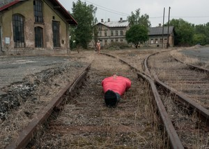 Naked domme Lorelei Lee rides mummified subs face strap-on on train tracks