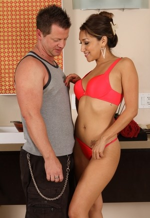Mature masseuse Vicki Chase gets down and dirty with her client