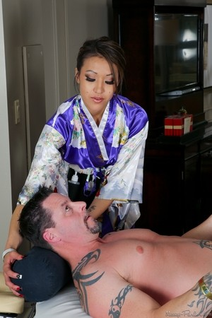 Asian masseuse Jayden Lee takes off sexy kimono and gives Jack Vegas a blowjob