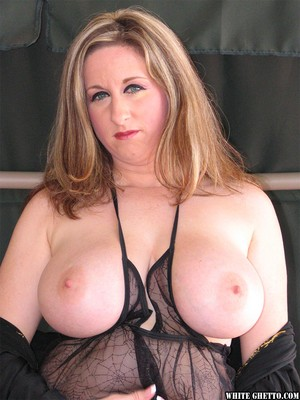 Mature Kitty Lee frees big tits for extreme pussy lips spread & closeup fuck