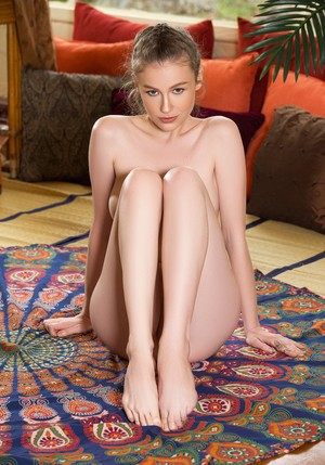 Attractive Ukrainian yoga babe Emily Bloom strips naked before working out