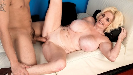 Mature Missy Thompson Loves When Her Man Plunges His Cock Cherrynudes 1