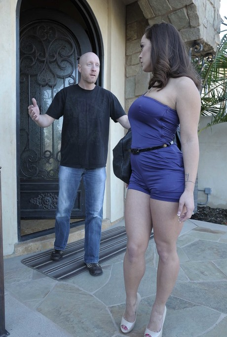 Horny stepmom sorts fighting couple out